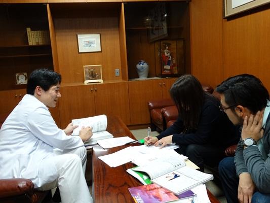 尾﨑医師の取材20140212